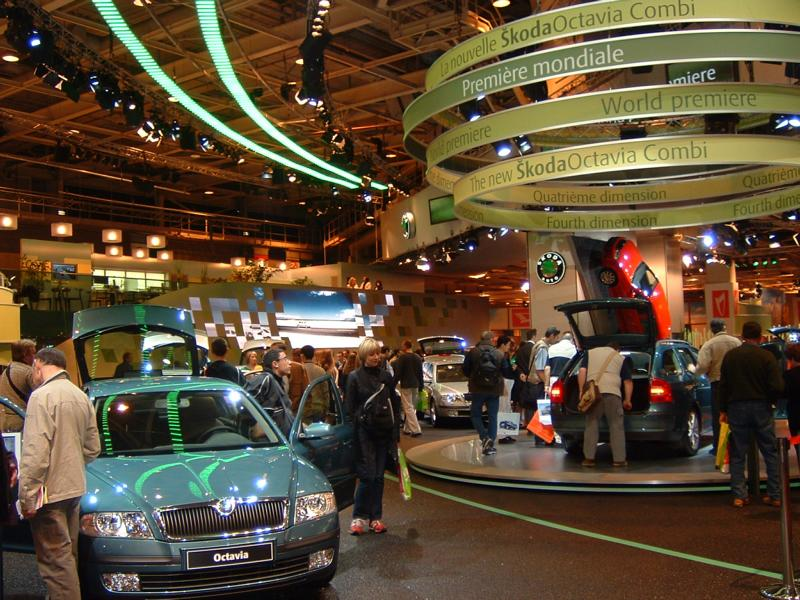 Expert's opinion on the floor covering of the Skoda stand at the Paris Motor Show