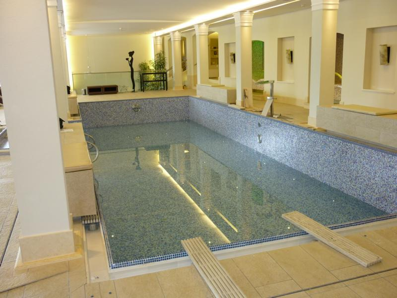Consulting service on a surface damp-proof membrane in the spa area of a hotel near Salzburg