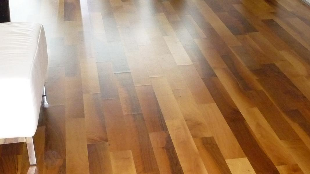 Expert's opinion on defective joints in a parquet in a private home in Stuttgart