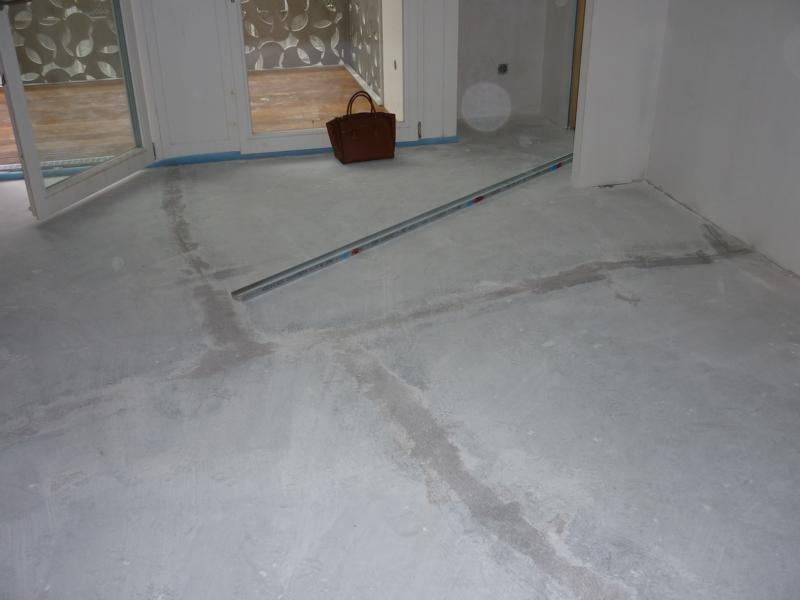 Examination of cracks in a quick-drying screed in a block of flats in Munich