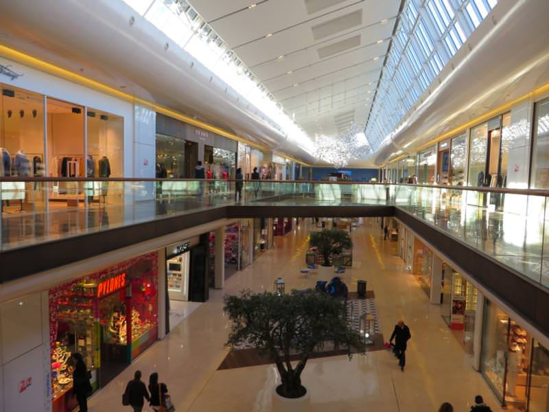 Expert's opinion on the detachment of a PVC- design flooring, shopping mall, Marseille