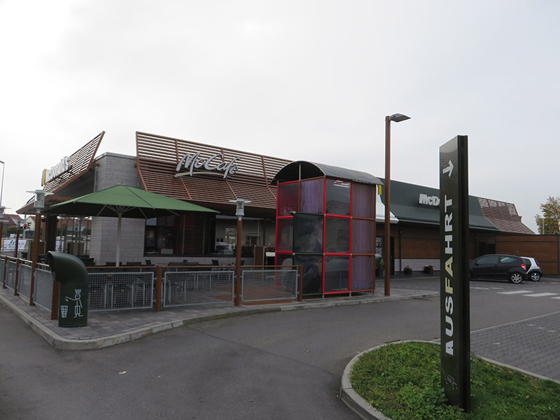 Consultation on the load-bearing properties of a screed in a McDonald's restaurant