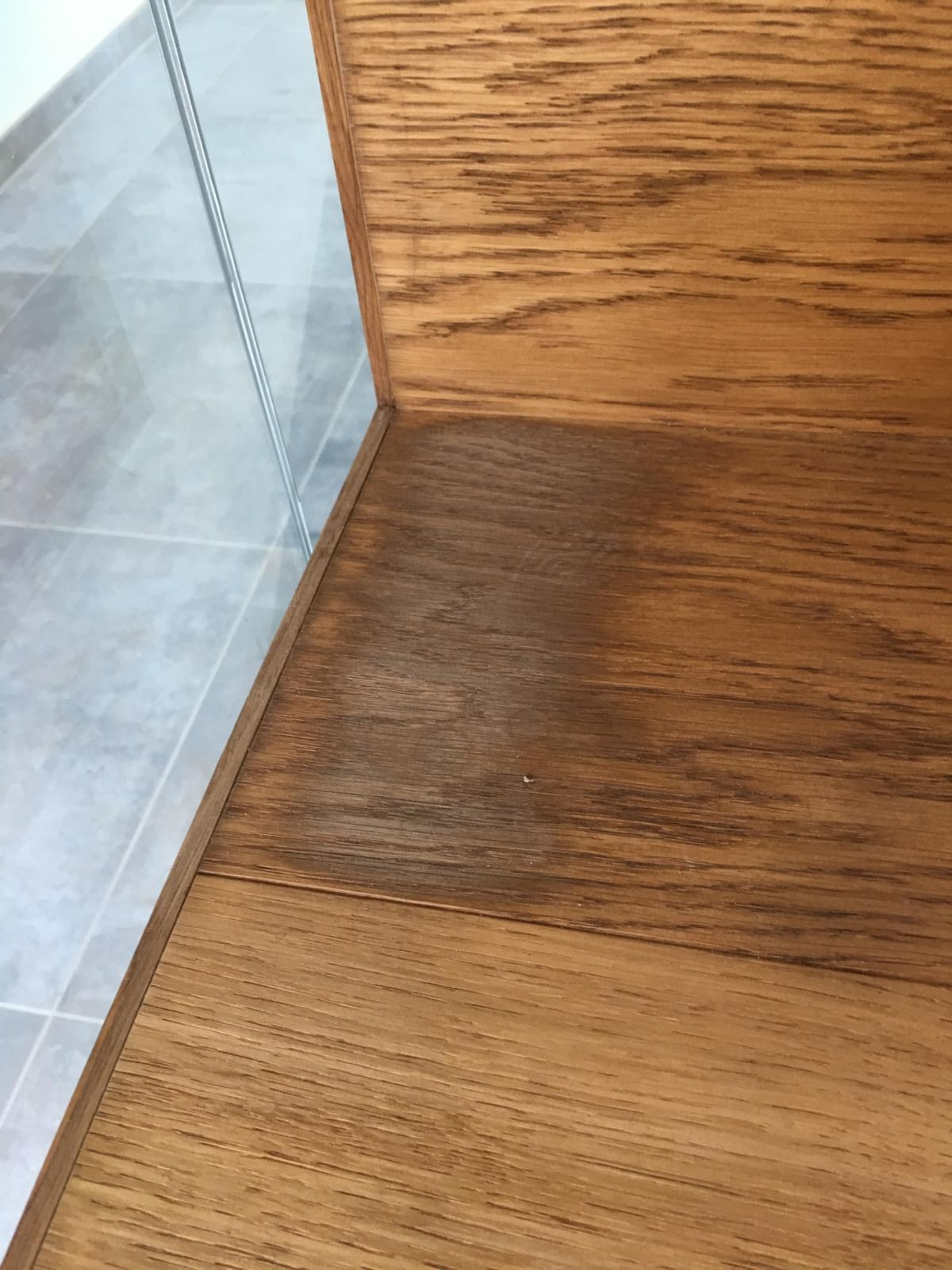 Dark stains in a parquet due to ammonia gas