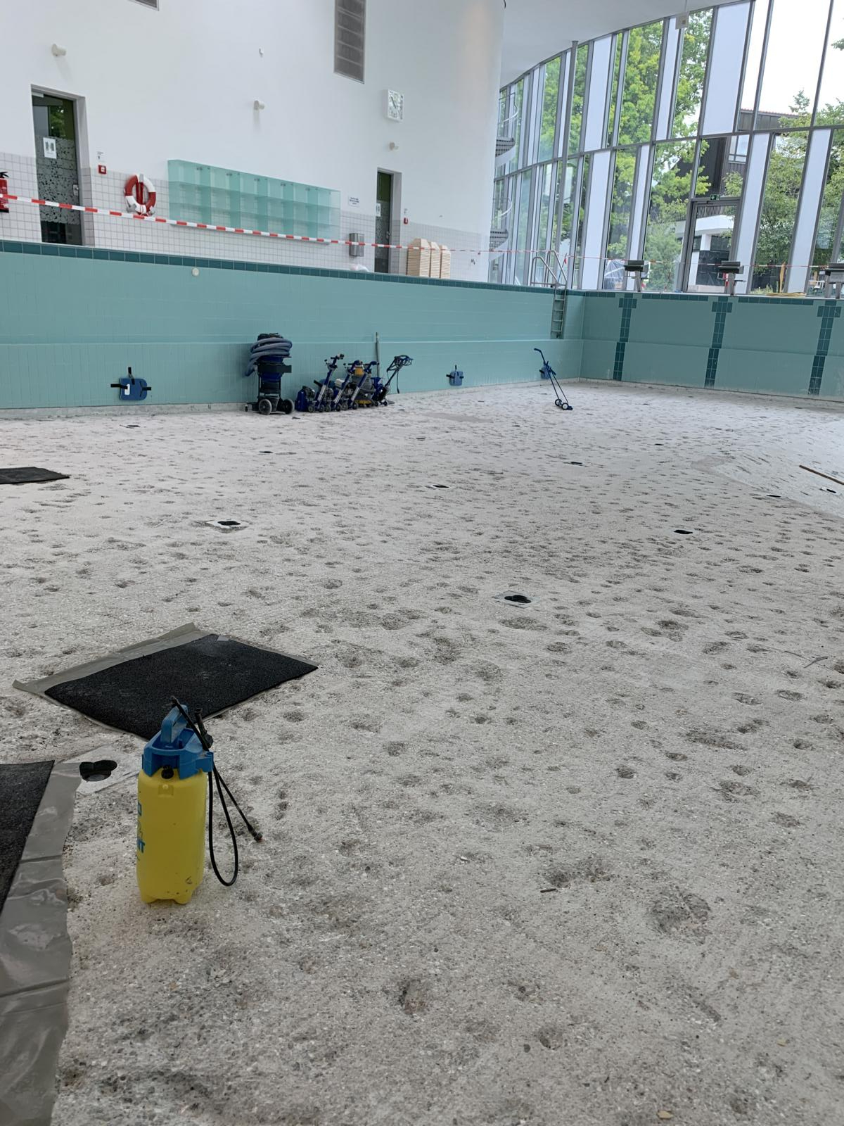 Consulting on a bonded screed in an indoor swimming pool